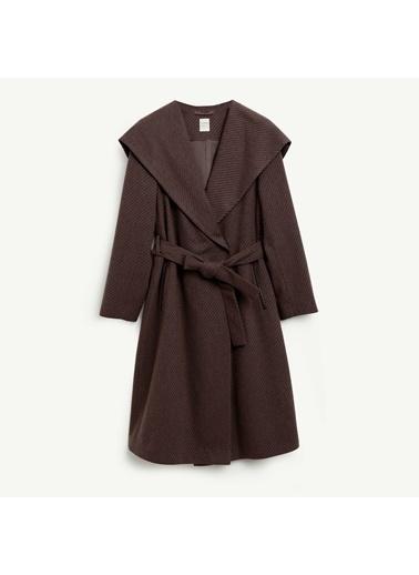 Yargıcı Kapişonlu Uzun Palto Kahve